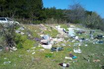 Нищо не може да  спре изхвърлянето  на боклуци навсякъде