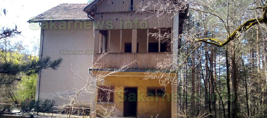 Какво остана от някогашната почивна база в тополовградската част на Сакара?