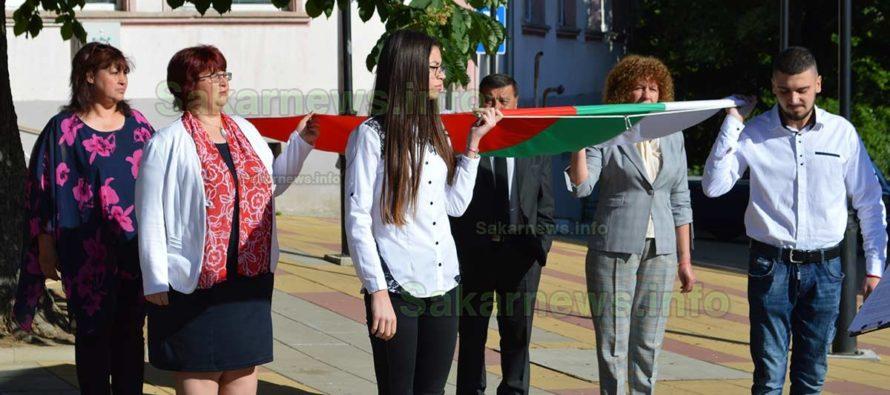 Скромно, но с любов и признателност бе отбелязан 24 май в Тополовград
