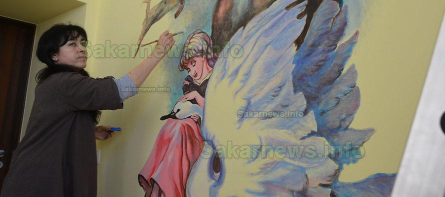 Рисунки по Андерсен украсиха стени на библиотека