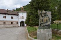 Монумент на Кара Кольо има вече и край манастира до с. Устрем