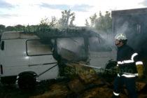 Микробус изгоря заради компоти