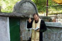 Свещеник извърши  водосвет на чешма  и освети икони