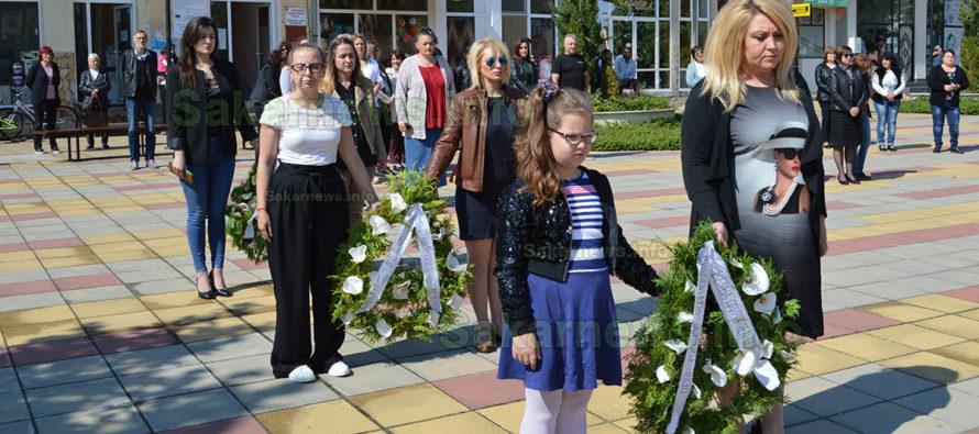 С венци, стихове и слово бе отбелязан Денят на Ботев в Тополовград