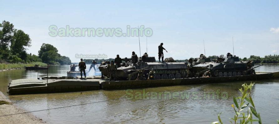 Инженерни и механизирани формирования тренират на река Дунав