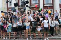 """Випуск 2020 на СУ""""Неофит Рилски""""  завърши с 20 отличници"""