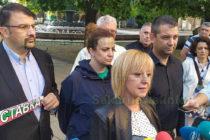"""Манолова обвини Борисов, че наредил нахлуване  на полицаи в дома на активист на """"Изправи се.БГ"""""""