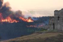 Пожарът в Сакар достигна до крепостта Букелон
