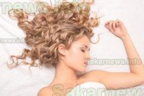 Вредно ли е да спите с мокра коса?