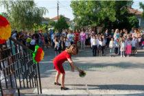 Звънци оповестиха началото на учебната година в Любимец