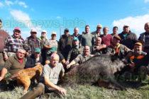 Ловец с калашник повали 200-килограмов глиган