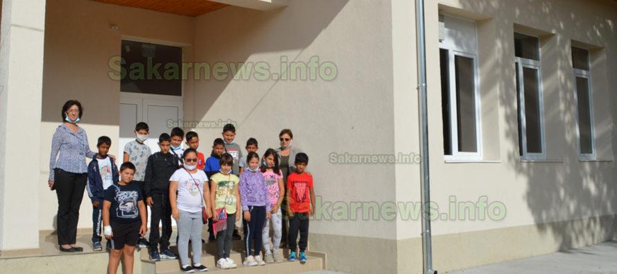 Ученици и учители с нетърпение очакват отварянето на физкултурен салон