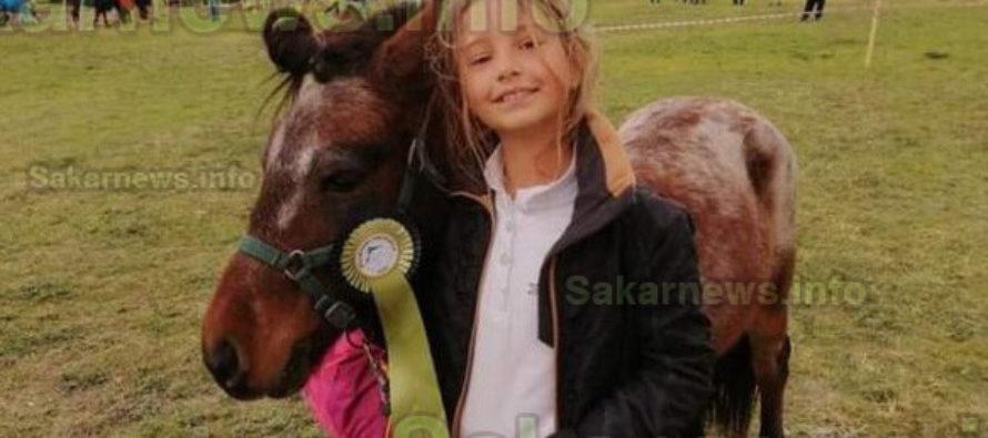 Денислава с понито Джако дебютира успешно на конно състезание