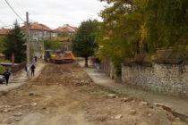 """Улица """"Тракия"""" в Тополовград вече чака асфалтовата си настилка"""