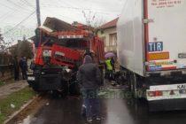 Камиони се сблъскаха на остър завой в Симеоновград
