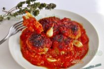 Кюфтета с доматен сос на фурна