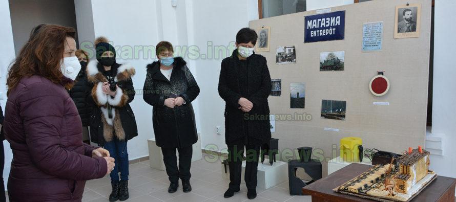 Двоен празник стана повод за изложба