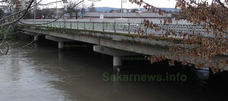 Водата в реките започна да спада