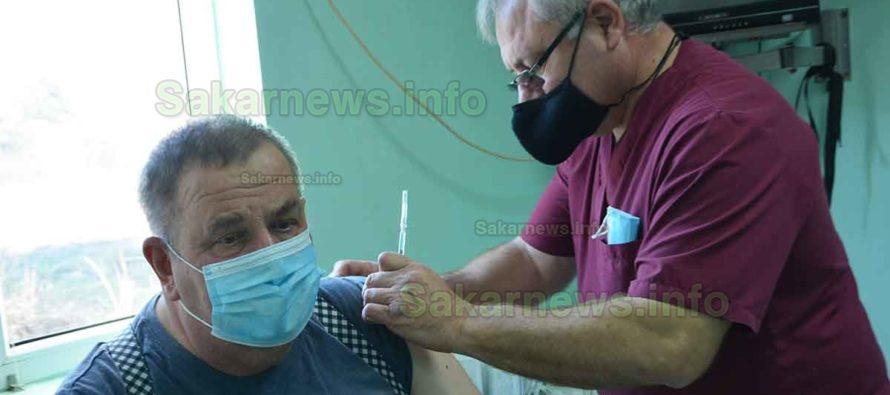 Над 50 човека се ваксинираха през първия ден в Харманли и Свиленград