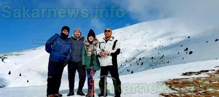 Снежният връх Васил Левски бе покорен от планинари