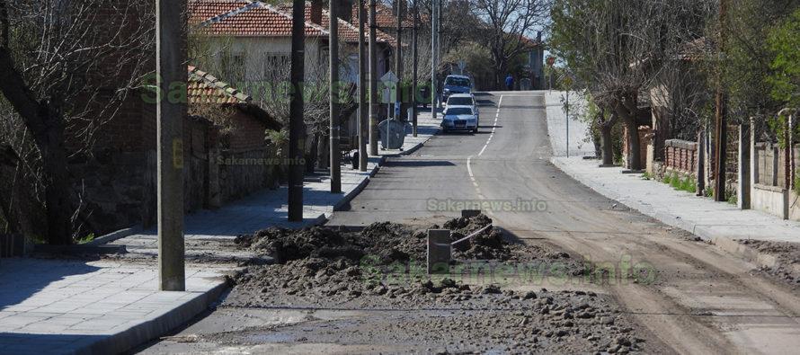 Разкопаха път, ремонтиран преди два месеца за 700 000 лв.