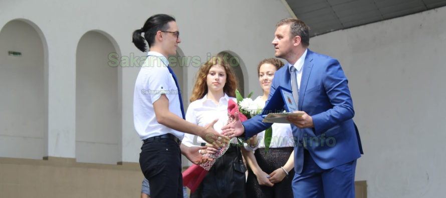 """Абитуриент от Харманли стана """"Ученик на годината"""" в Хасково"""
