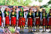 Читалището в Радовец грабна юбилейна награда от фестивал