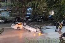 Опел удари три коли и се обърна по таван